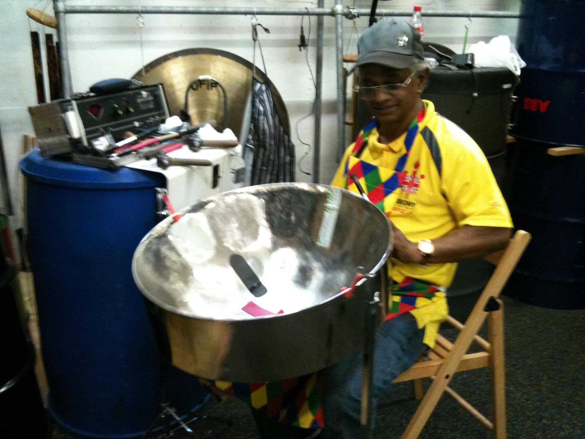 Dudley an seinem Arbeitsplatz